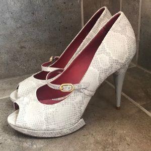 Pour La Victoire open toe light grey heels